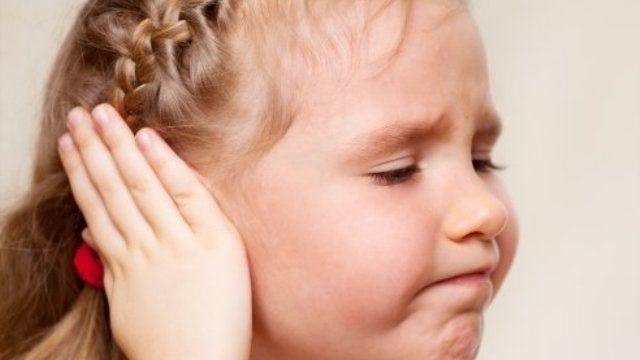 Болит ухо у ребенка: причины, первая помощь, профилактика