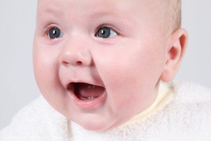 Красное горло уребенка: симптомы, причины, лечение