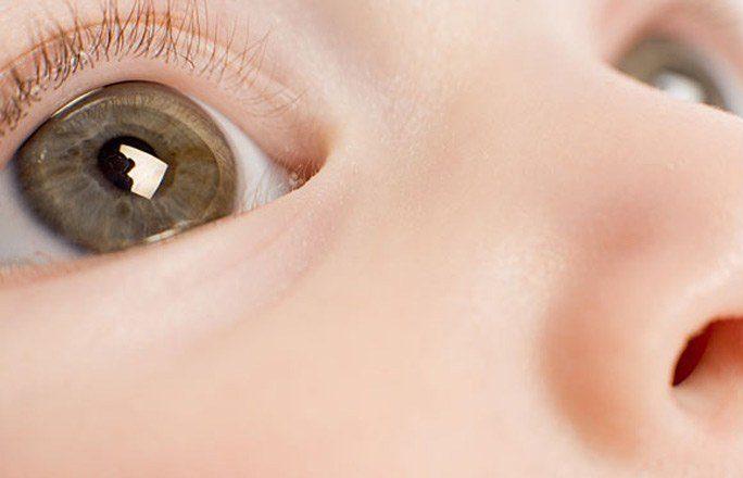 Закисание глаз у ребенка